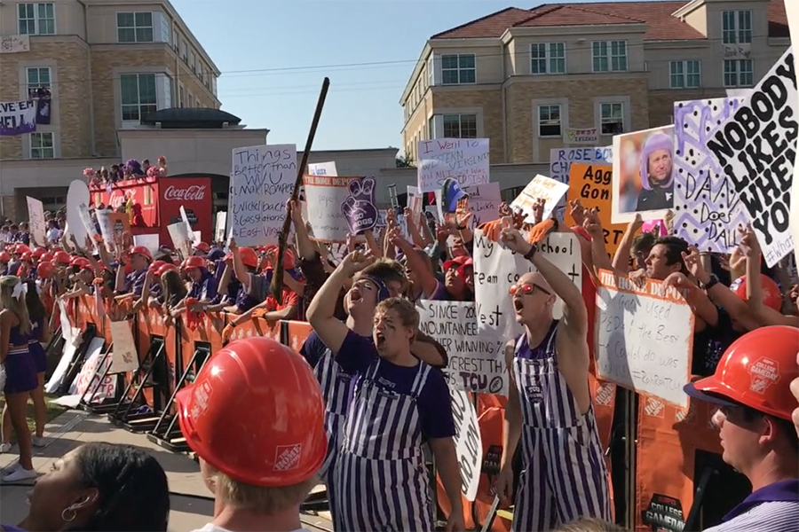 TCU+fans+cheered+as+ESPN+Gameday+began+its+broadcast.+