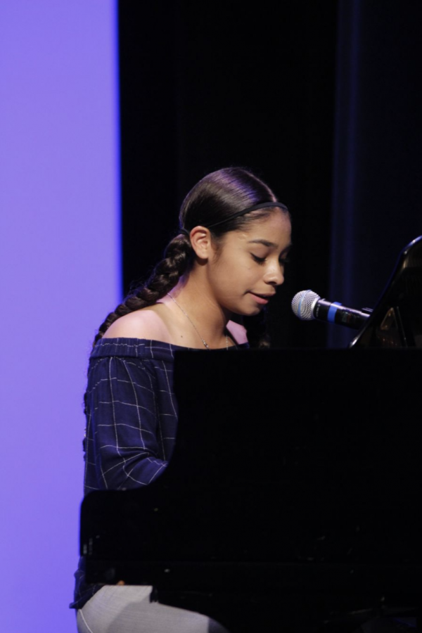 Sydney Cyprian '22 showcases her singing abilities in the 2019 US talent show.