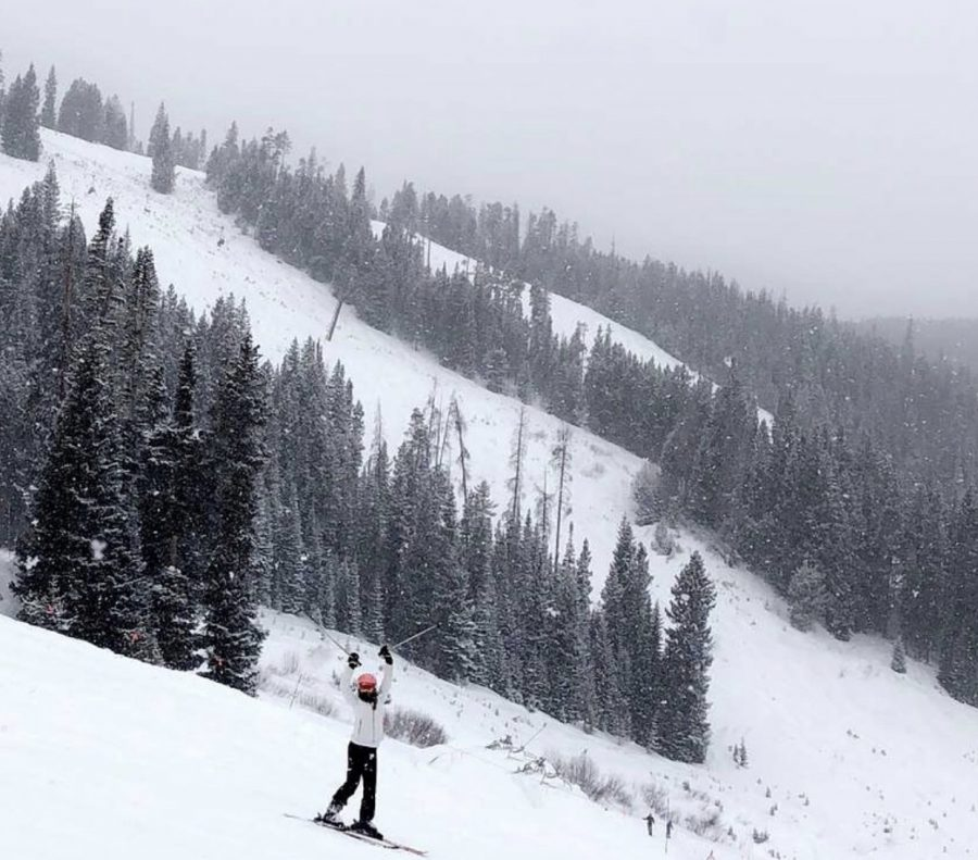 Jilli Carson '23 skiis Beaver Creek, CO in 2018