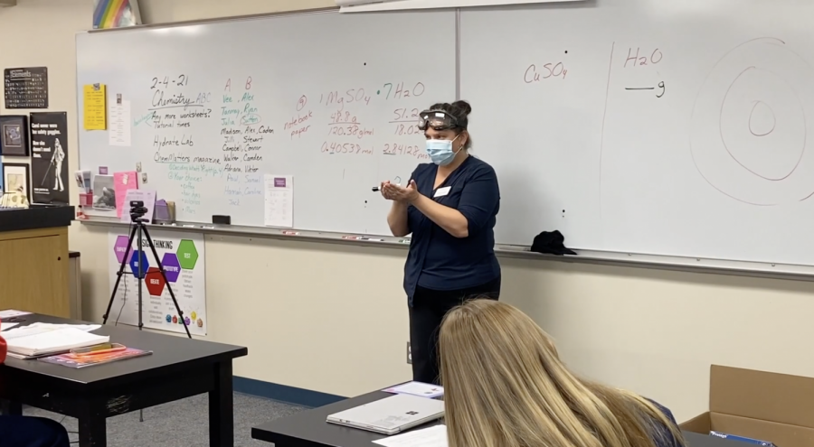 Mrs. Alvear teaches a lesson to her B period class.